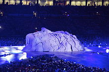 220px-John_Lennon_face_sculpture,_2012_London_Olympics_closing_ceremony
